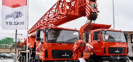 Новый автокран МАЗ представлен на строительной выставке BUDEXPO-2021